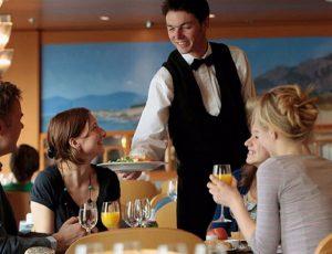 Bí quyết xây dựng phong cách phục vụ bàn trong nhà hàng