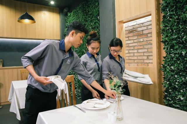 Góc Gỡ Rối Tơ Lòng: 5 Câu Hỏi Lớn Từ Bạn Trẻ Thích Ngành Khách Sạn