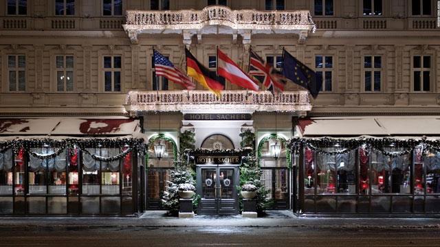 Khách Sạn Vòng Quanh Thế Giới Đang Tất Bật Trang Hoàng Thế Nào Cho Đêm Giáng Sinh?