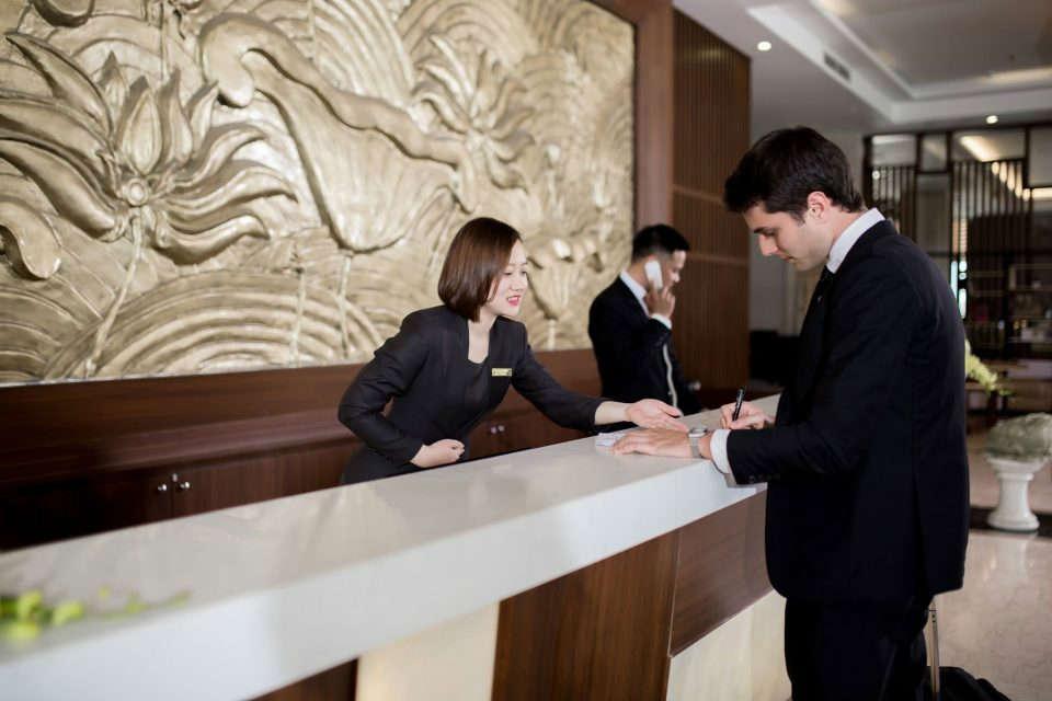 Ngành Nhà Hàng Khách Sạn – Nắm Bắt Cơ Hội Khi Còn Là Sinh Viên