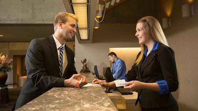 giới thiệu khách sạn bằng tiếng anh