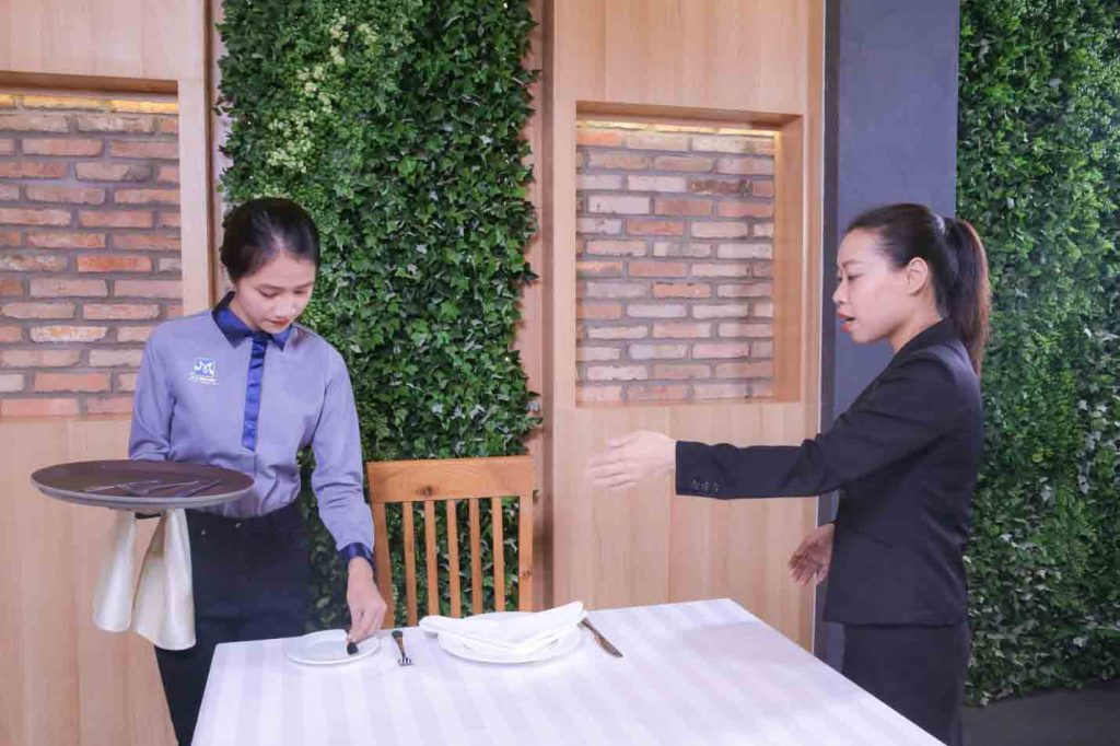 đào tạo quản trị nhà hàng khách sạn