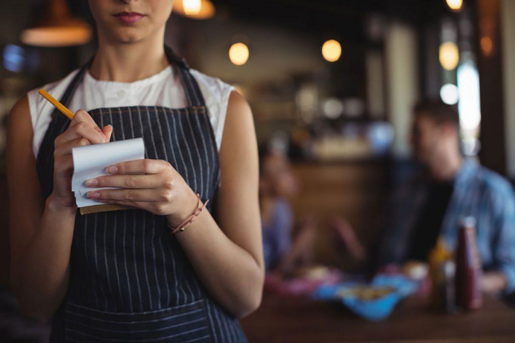 nhân viên phục vụ cần nắm rõ checklist