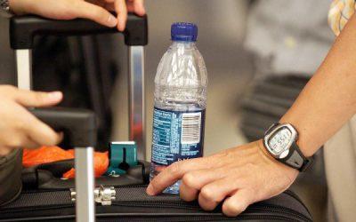 nước đóng chai ở sân bay rất đắt đỏ